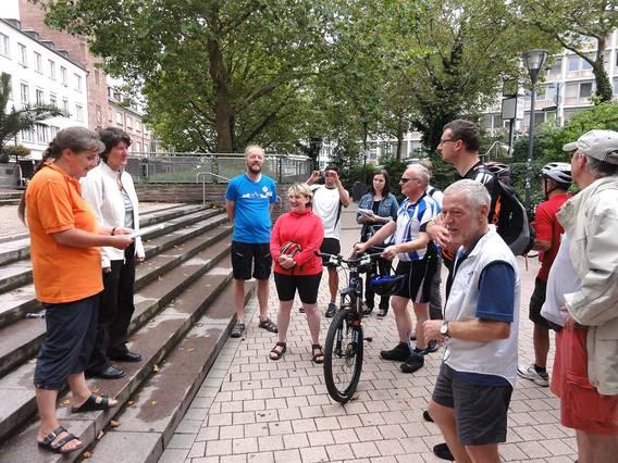 Pforzheim: Start der Radtour. Gudrun Zühlke, Gisela Splett