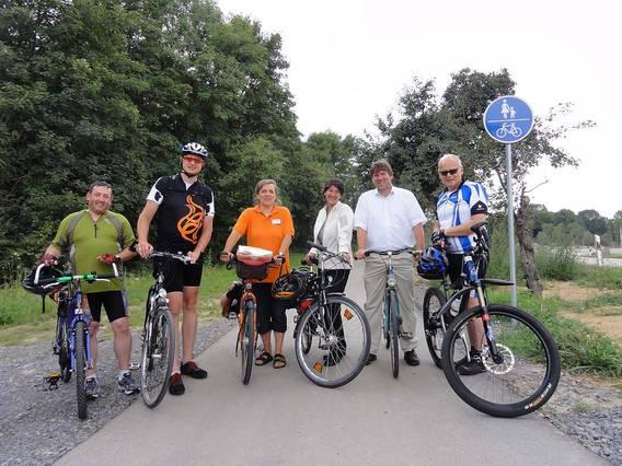 Abschlussfoto mit den wichtigsten Akteuren der Verkehrspolitischen Radtour